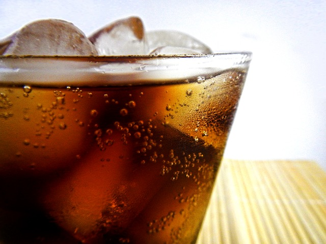 nápoj ve sklenici
